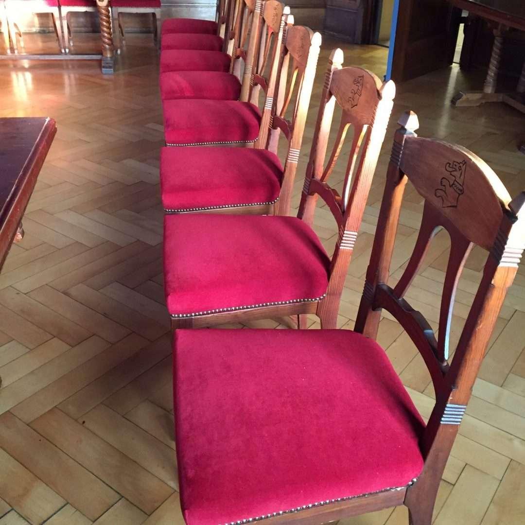 """Stühle """"aufgemöbelt"""